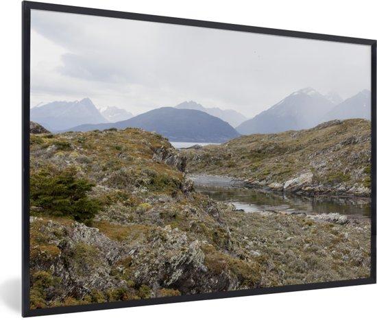 Foto in lijst - De mooie gebergtes van het Nationaal park Tierra del Fuego fotolijst zwart 60x40 cm - Poster in lijst (Wanddecoratie woonkamer / slaapkamer)