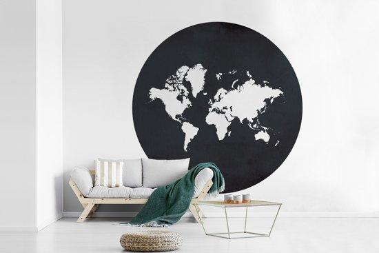 Fotobehang vinyl - Een witte wereldkaart op een zwarte aardbol breedte 600 cm x hoogte 400 cm - Foto print op behang (in 7 formaten beschikbaar)