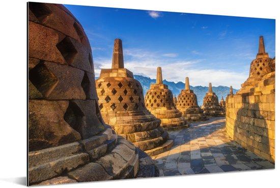 Geel gekleurde Stoepas door de zon bij de Borobudur Aluminium 120x80 cm - Foto print op Aluminium (metaal wanddecoratie)