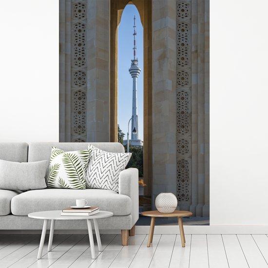 Fotobehang vinyl - Een toren in het Aziatische Baku bij Azerbeidzjan breedte 270 cm x hoogte 400 cm - Foto print op behang (in 7 formaten beschikbaar)