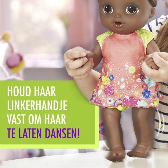 Baby Alive - Plas En Dans Babypop - Donker