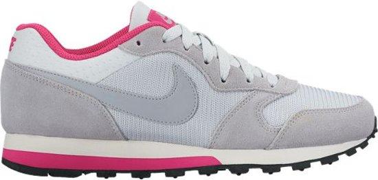 9e3ac2b29dd bol.com | Nike MD Runner 2 - Sneakers - Dames - Maat 39 - Grijs;Roze