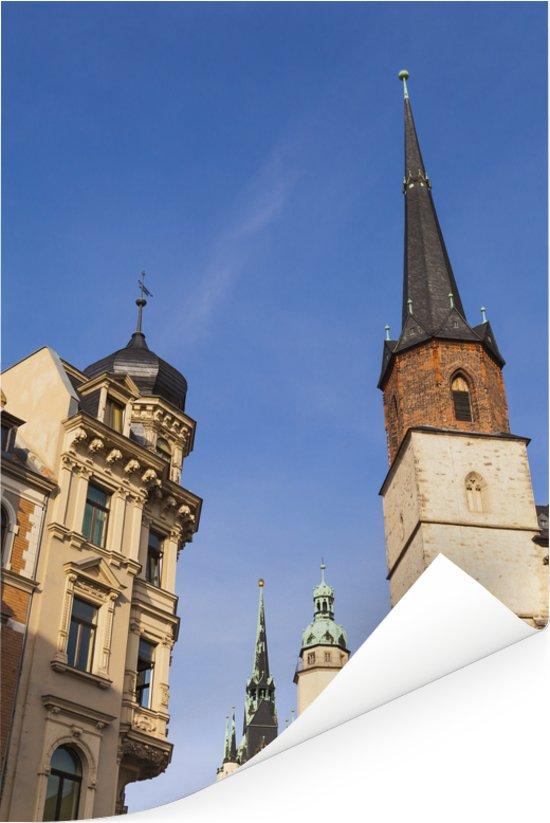 Rode toren en kerk in het Duitse Halle Poster 40x60 cm - Foto print op Poster (wanddecoratie woonkamer / slaapkamer) / Europese steden Poster