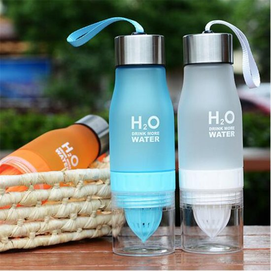 H2O Drink More Water fles - Luxe waterfles met fruitfilter - Fruitwater fles - Fruit infuser - BPA Vrij - 650 ml - Blauw