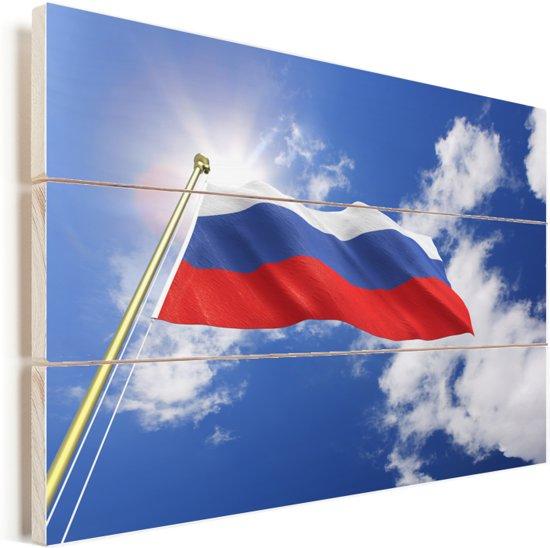 De vlag van Rusland wappert in de lucht Vurenhout met planken 60x40 cm - Foto print op Hout (Wanddecoratie)