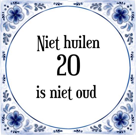 Verjaardag Tegeltje met Spreuk (20 jaar: Niet huilen 20 is niet oud + cadeau verpakking & plakhanger