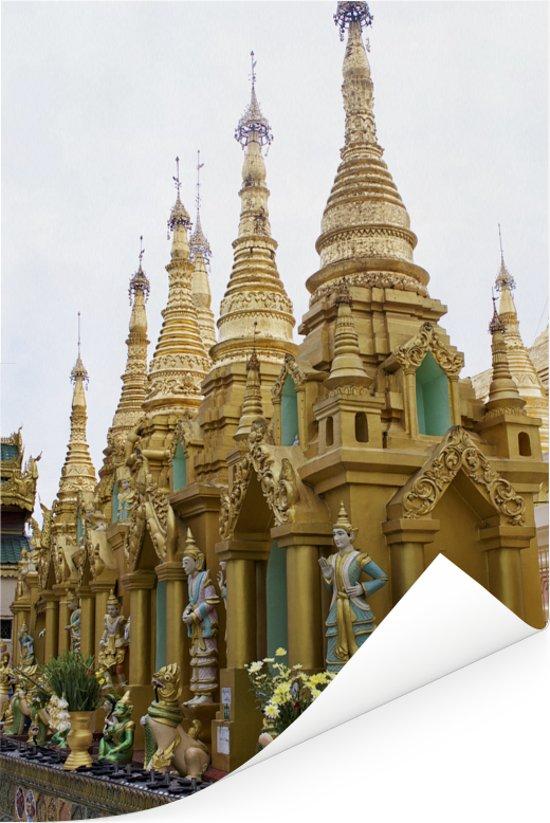 Een rij van kleine stoepa's bij Shwedagon-Pagode in Myanmar Poster 20x30 cm - klein - Foto print op Poster (wanddecoratie woonkamer / slaapkamer)