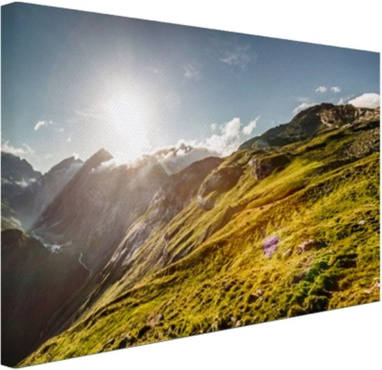 FotoCadeau.nl - Grasrijk berggebied Canvas 120x80 cm - Foto print op Canvas schilderij (Wanddecoratie)