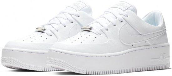 41dbbfbab5026 Nike Air Force 1 Sage Low Sneaker Dames Sneakers - Maat 38.5 - Vrouwen - wit