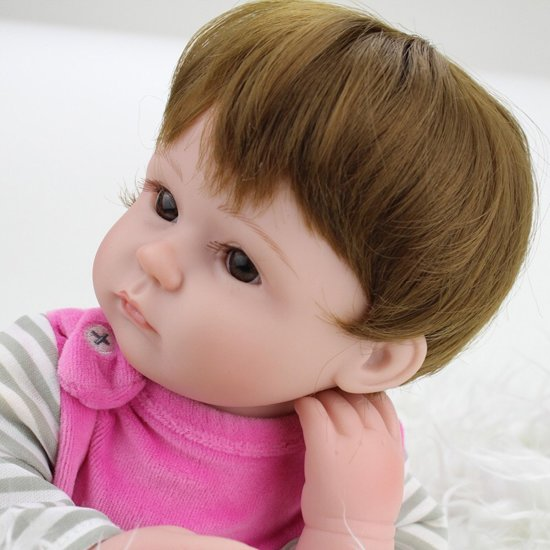 Reborn baby pop in roze pakje, met speen, beertje en fles – Levensecht en hand gemaakt 45cm