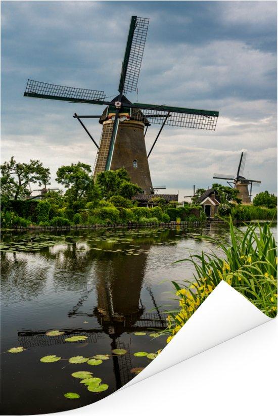 Landschap bij de Molens van Kinderdijk in het Europese Nederland Poster 80x120 cm - Foto print op Poster (wanddecoratie woonkamer / slaapkamer)