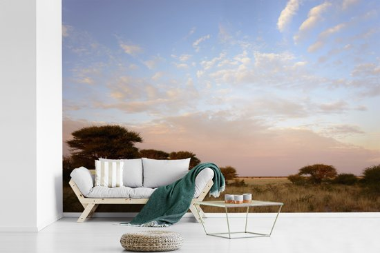 Fotobehang vinyl - Kleurrijke lucht boven het Wildreservaat Central Kalahari in Botswana breedte 420 cm x hoogte 280 cm - Foto print op behang (in 7 formaten beschikbaar)