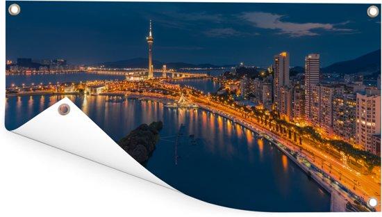 Het stadsbeeld van het verlichtte Macau in China Tuinposter 160x80 cm - Tuindoek / Buitencanvas / Schilderijen voor buiten (tuin decoratie)