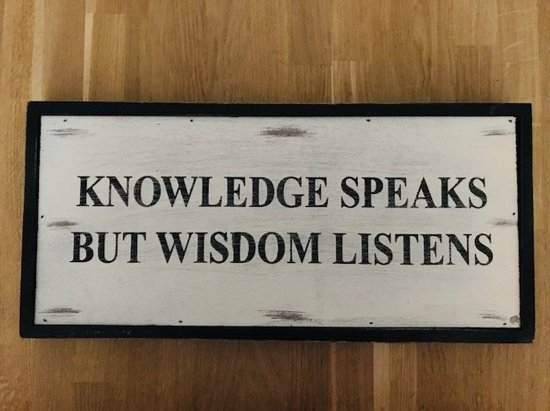 Wandbord Knowledge Speaks but Wisdom Listens