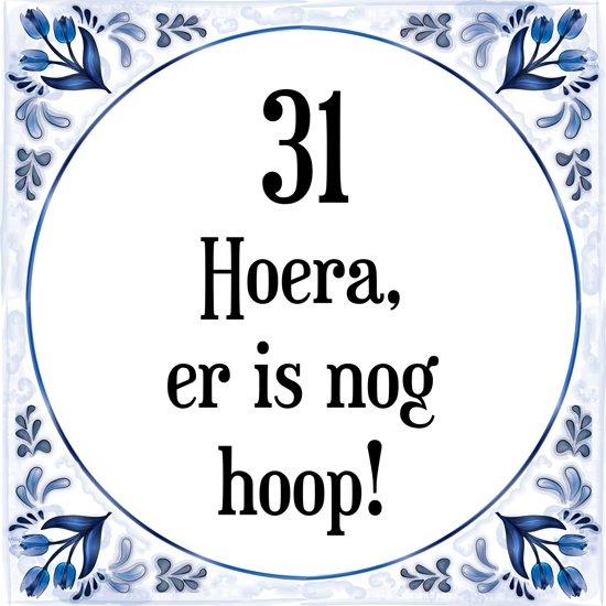 31 jaar verjaardag bol.| Verjaardag Tegeltje met Spreuk (31 jaar: Hoera! Er is  31 jaar verjaardag