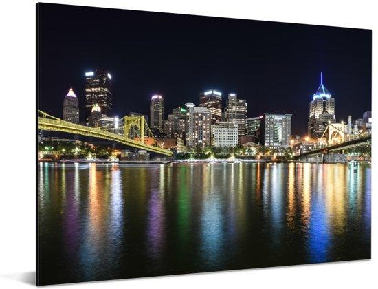 Skyline van Pittsburgh gereflecteerd in de Allegheny rivier in Amerika Aluminium 160x120 cm - Foto print op Aluminium (metaal wanddecoratie) XXL / Groot formaat!