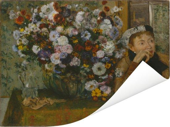 Zittende vrouw naast een vaas chrysanten - Schilderij van Edgar Degas Poster 40x30 cm - klein - Foto print op Poster (wanddecoratie woonkamer / slaapkamer)