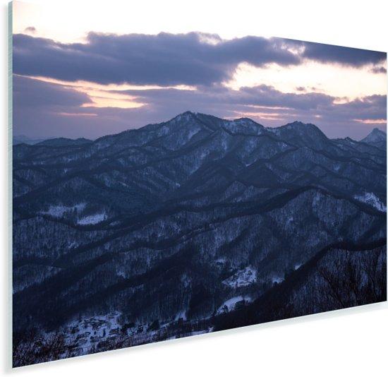 Het Moiwa gebergte vlak na zonsondergang in het Japanse Sapporo Plexiglas 90x60 cm - Foto print op Glas (Plexiglas wanddecoratie)