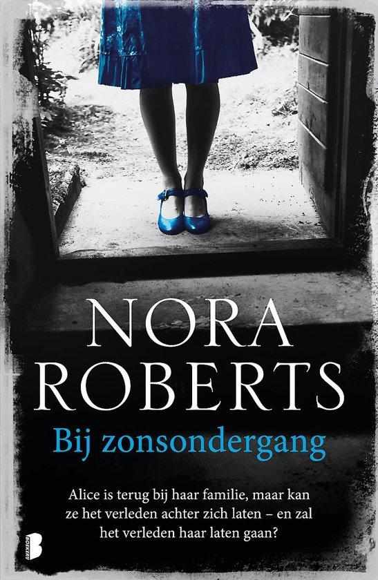 Boek cover Bij zonsondergang van Nora Roberts (Paperback)