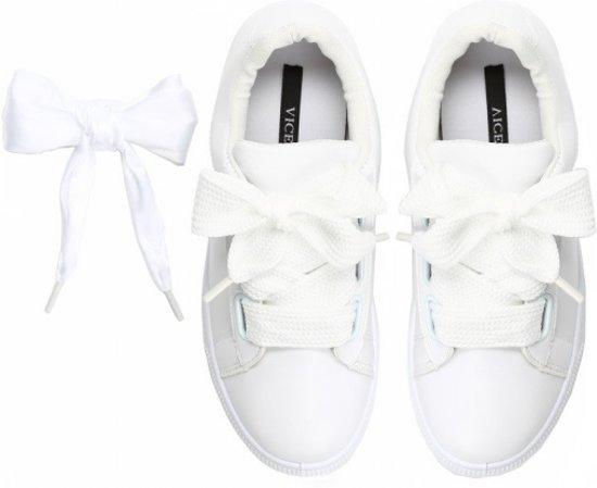 Sneakers met strik! Maat 38