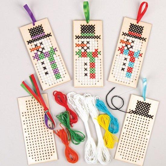 Benieuwd hoe sets houten boekenleggers met kruissteek borduurpatronen met sneeuwpop voor - Hoe u stuks scheidt ...
