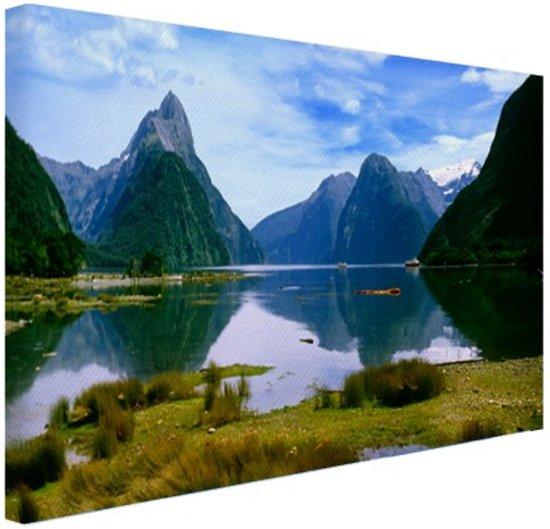 Milford Sound in Nieuw-Zeeland Canvas 30x20 cm - Foto print op Canvas schilderij (Wanddecoratie woonkamer / slaapkamer) / Zee en Strand