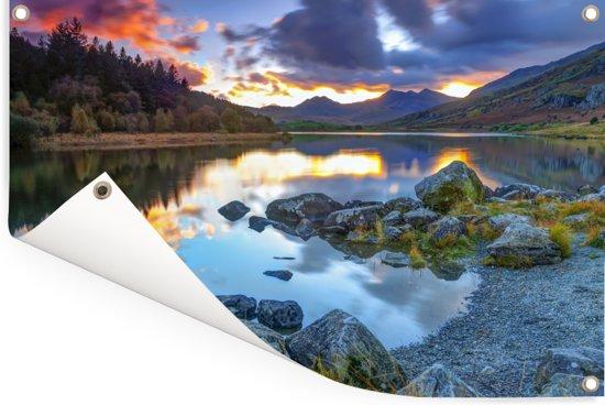 Erg kleurrijke lucht en omgeving in Snowdonia Tuinposter 120x80 cm - Tuindoek / Buitencanvas / Schilderijen voor buiten (tuin decoratie)