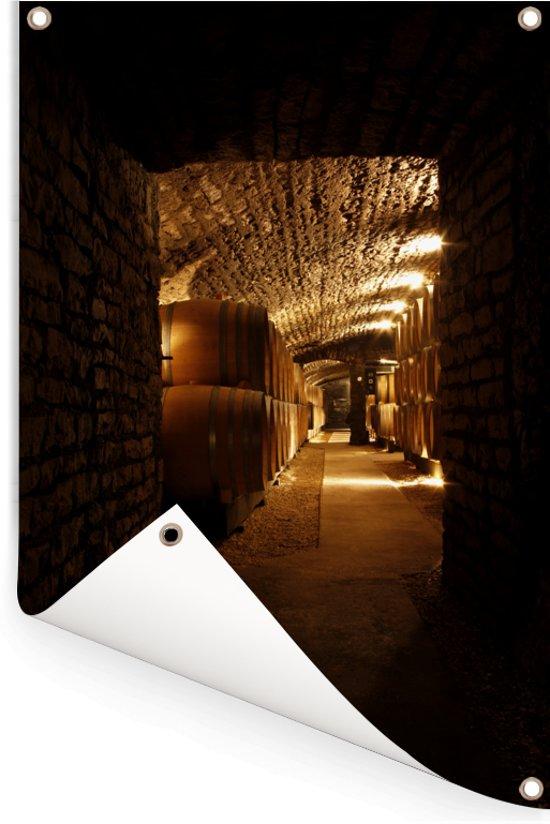 Donkere foto van een wijnkelder Tuinposter 120x180 cm - Tuindoek / Buitencanvas / Schilderijen voor buiten (tuin decoratie) XXL / Groot formaat!