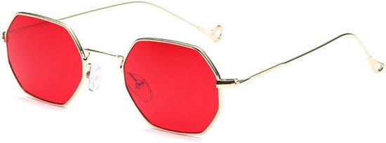 c72c4239887a75 Trendy Zonnebril – Rode Hexagon Glazen – Goud Montuur