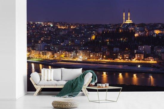 Fotobehang vinyl - Panorama van Istanbul in de avond breedte 390 cm x hoogte 260 cm - Foto print op behang (in 7 formaten beschikbaar)