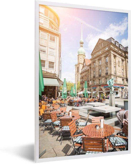 Foto in lijst - Zonnestralen in de binnenstad van Dortmund in Duitsland fotolijst wit 40x60 cm - Poster in lijst (Wanddecoratie woonkamer / slaapkamer)