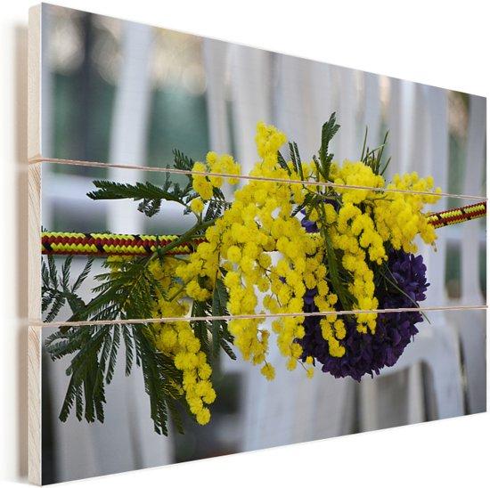 Een geel boeket van mimosa bloemen Vurenhout met planken 90x60 cm - Foto print op Hout (Wanddecoratie)