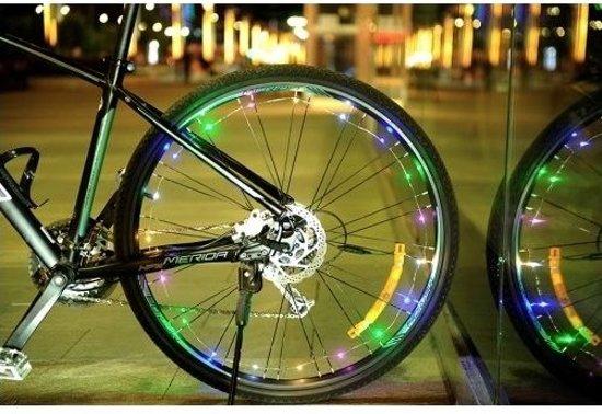 bolcom fietswiel verlichting bike lightning spinning inclusief batterijen