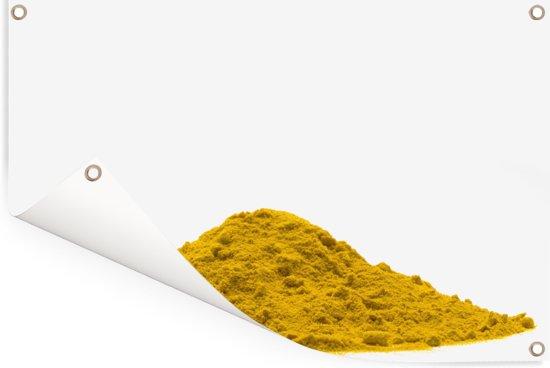 Stapel van geel poeder van de Indiase geelwortel op een witte achtergrond Tuinposter 120x80 cm - Tuindoek / Buitencanvas / Schilderijen voor buiten (tuin decoratie)