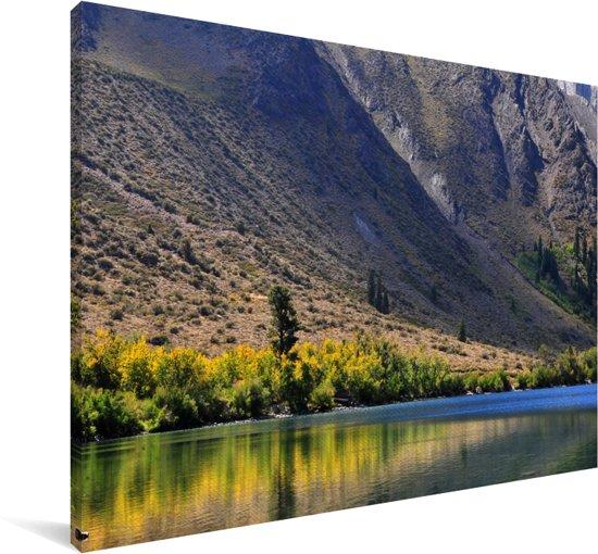 Meer voor de bergen in het Nationaal park Sierra Nevada in Noord Amerika Canvas 30x20 cm - klein - Foto print op Canvas schilderij (Wanddecoratie woonkamer / slaapkamer)