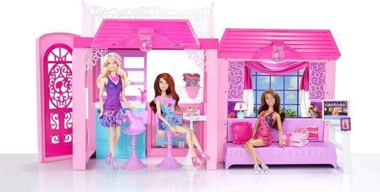 Barbie glamour vakantiehuis barbiehuis mattel for Barbiehuis meubels