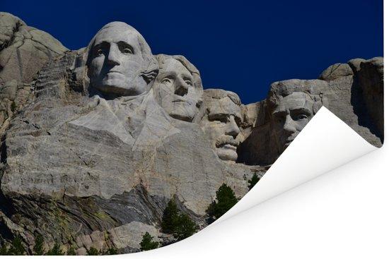 Mount Rushmore in Amerika met een witte gloed en donkerblauwe hemel Poster 180x120 cm - Foto print op Poster (wanddecoratie woonkamer / slaapkamer) XXL / Groot formaat!