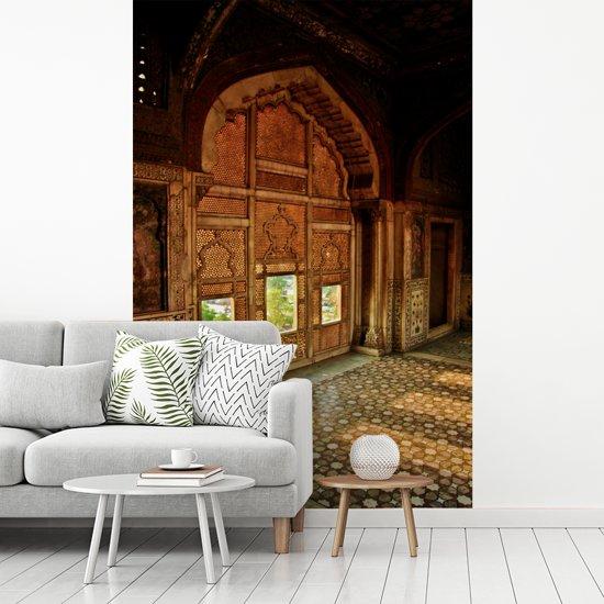 Fotobehang vinyl - Het Aziatische fortvenster van Lahore belicht door de zon breedte 195 cm x hoogte 300 cm - Foto print op behang (in 7 formaten beschikbaar)