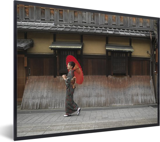 Foto in lijst - Vrouw met paraplu in het Japanse Gion bij Kyoto fotolijst zwart 40x30 cm - Poster in lijst (Wanddecoratie woonkamer / slaapkamer)