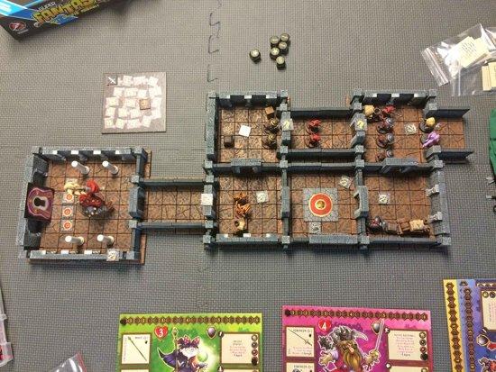 Thumbnail van een extra afbeelding van het spel Super Fantasy: Ugly Snouts Assault Bordspel