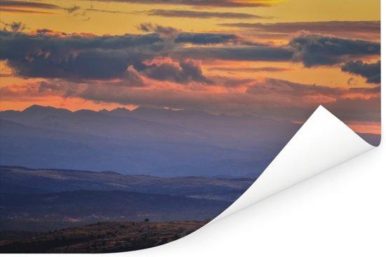 Dramatische hemel boven de bergen in het Nationaal park Sierra de Guadarrama Poster 180x120 cm - Foto print op Poster (wanddecoratie woonkamer / slaapkamer) XXL / Groot formaat!