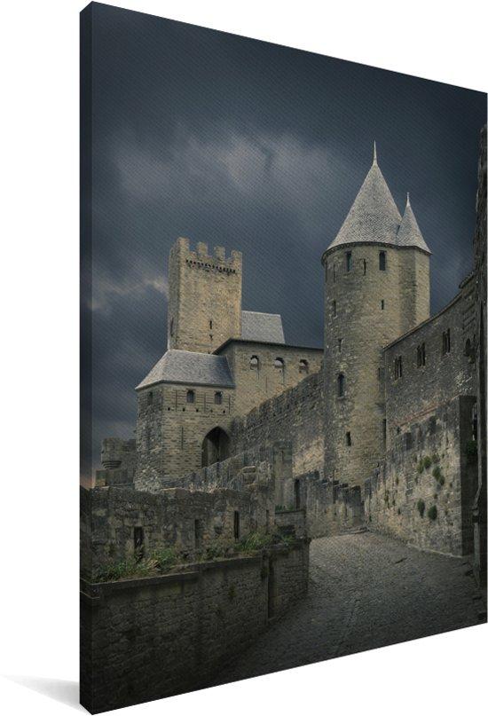 Onweerswolken over de Château Comtal in het Franse Carcassonne Canvas 120x180 cm - Foto print op Canvas schilderij (Wanddecoratie woonkamer / slaapkamer) XXL / Groot formaat!
