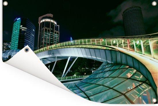 Een moderne brug tijdens de nacht Tuinposter 120x80 cm - Tuindoek / Buitencanvas / Schilderijen voor buiten (tuin decoratie)