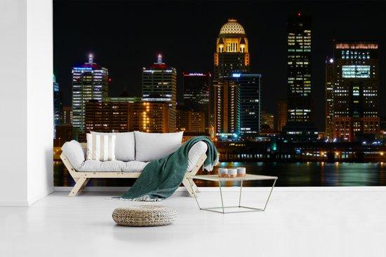 Fotobehang vinyl - Het nachtleven van Louisville in de staat Kentucky breedte 410 cm x hoogte 230 cm - Foto print op behang (in 7 formaten beschikbaar)