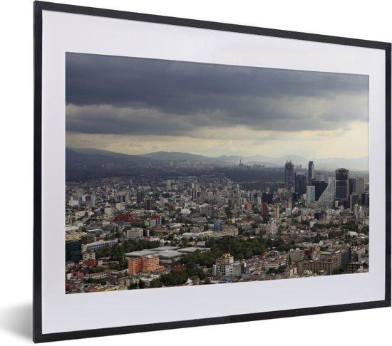 Foto in lijst - Donkere wolken boven de miljoenenstad Mexico-stad fotolijst zwart met witte passe-partout klein 40x30 cm - Poster in lijst (Wanddecoratie woonkamer / slaapkamer)