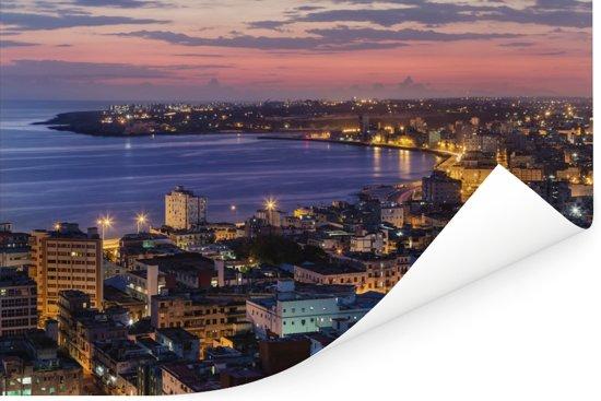 Stadsgezicht verlicht bij zonsopgang in het Cubaanse Havana Poster 90x60 cm - Foto print op Poster (wanddecoratie woonkamer / slaapkamer)