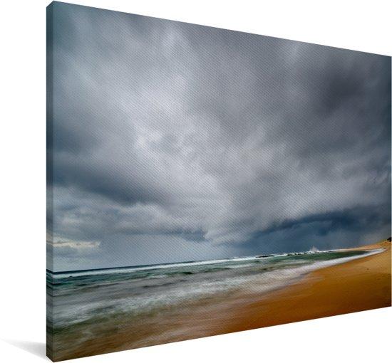 Donkere wolken boven de zee van het iSimangaliso in Zuid-Afrika Canvas 180x120 cm - Foto print op Canvas schilderij (Wanddecoratie woonkamer / slaapkamer) XXL / Groot formaat!