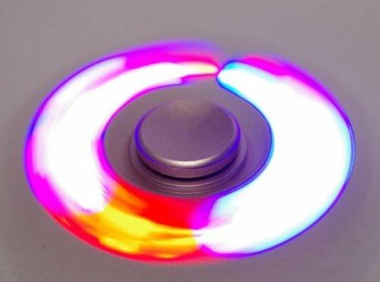 FIDGET SPINNER LED LICHTJES, NIEUWSTE MODEL met 3 led lampjes die van kleur veranderen nu met 3 verschillende licht standen SUPER GAAF EFFECT zwart/groen/blauw/geel/wit/oranje
