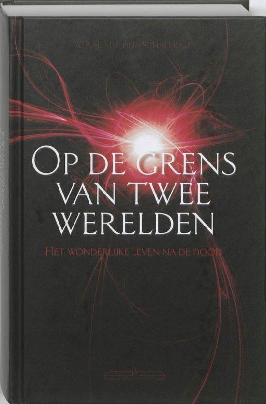 Boek cover Op de grens van twee werelden van W.A.H. Mulder-Schalekamp (Paperback)