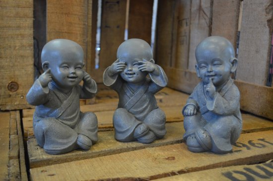 Horen Zien En Zwijgen Beeldjes.Set Shaolin Monniken Horen Zien Zwijgen Hoogte 15 Cm Grijs Polystone